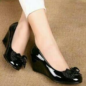 sepatu wedges wanita fashionable